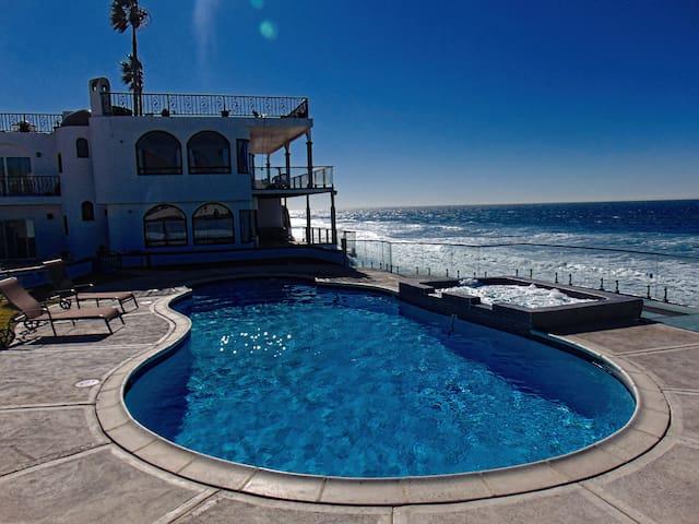 Casa Brisa Mar Oceanfront Pool & Jacuzzi