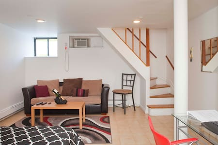 Duplex with Private Bathroom by Times Square - New York - Apartment