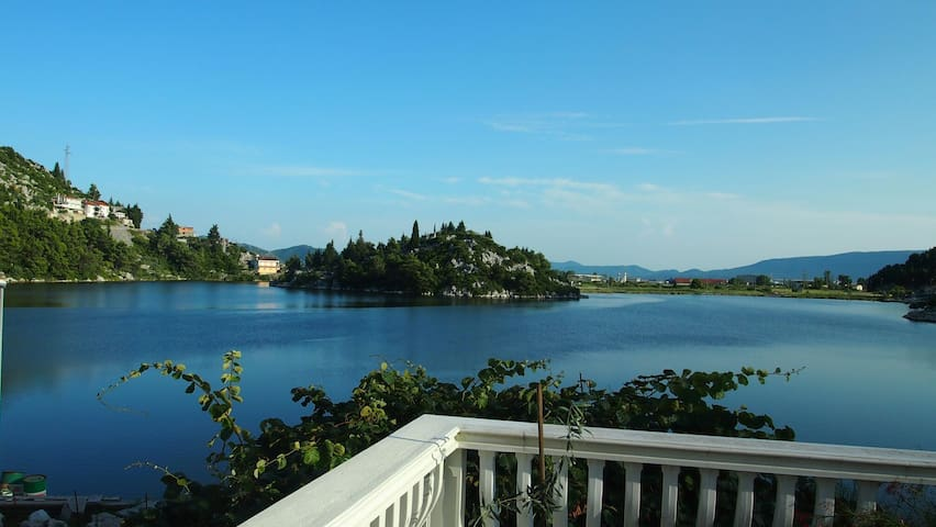 Lake house with an amazing view - Ploče - Hus