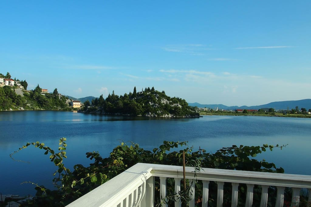 Lake house with an amazing view houses for rent in plo e for 103 merion terrace moraga ca