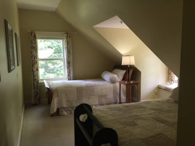Pine View Room - Lyndon