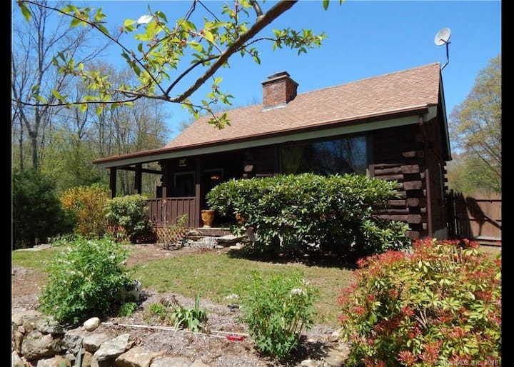 Private Oasis-Charming Log Cabin-5 country acres