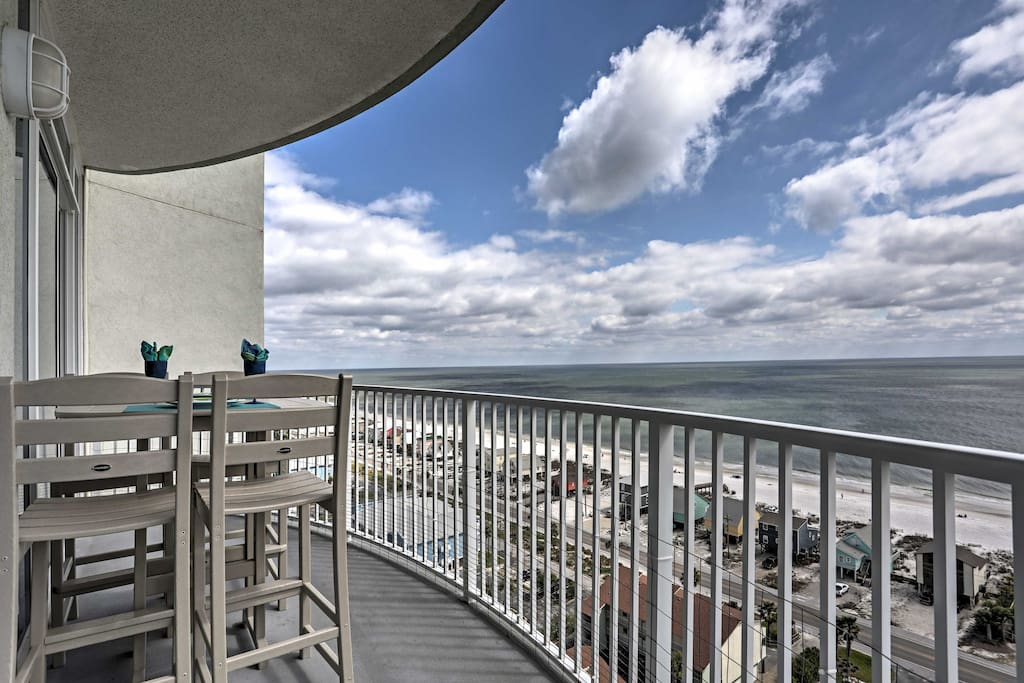 This 15th-floor condo has unobstructed views of the lagoon and the beach from both sides of the resort!