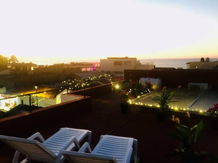 Amplio Estudio a 2 Cuadras del Malecón 8
