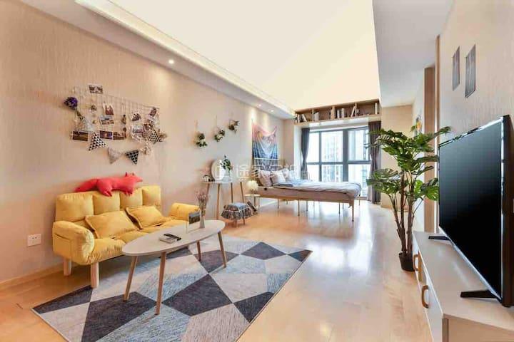2天津市中心/南市食品街/大悦城/风情街/地铁2号线-天津之眼 (ins花生糖)精致大床一居室公寓。