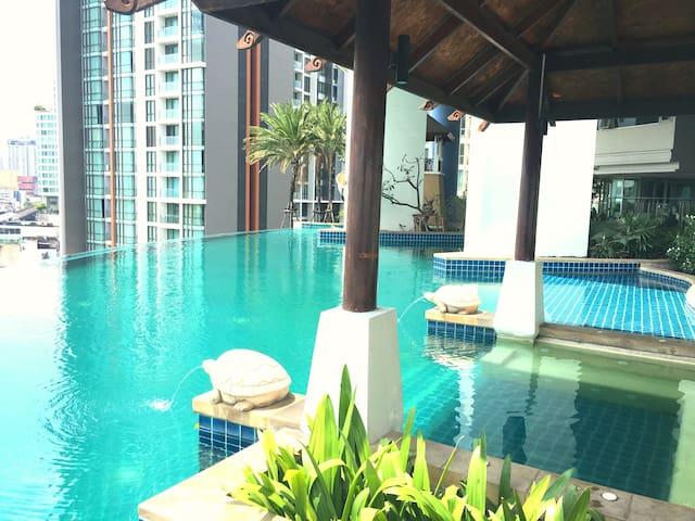 NEW! Sky Walk Condo@1BR/SkyBar&Pool/BTS PhraKanong - Phra Khanong  - Condomínio