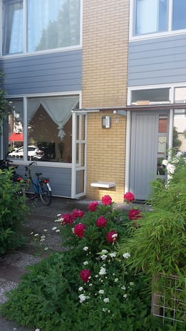 Well located 2 story family house with garden - Amstelveen - House