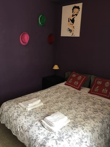 Nice and comfortable room in Sant Andreu - Barcelona - Apartment