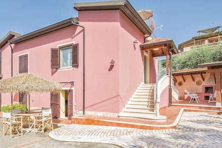 Semi-Detached with 4 bedrooms on 150m² in Ricadi -VV-