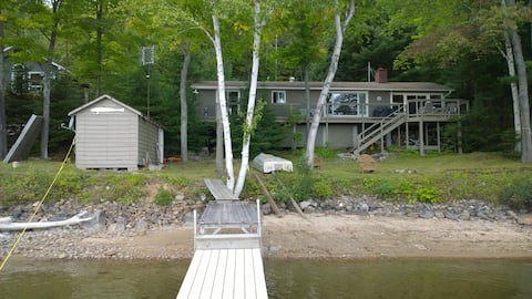 Drag Lake,  3 bed. Lake front cottage, Haliburton