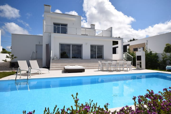 Comfortable detached villa with heated swimming pool and beautiful view