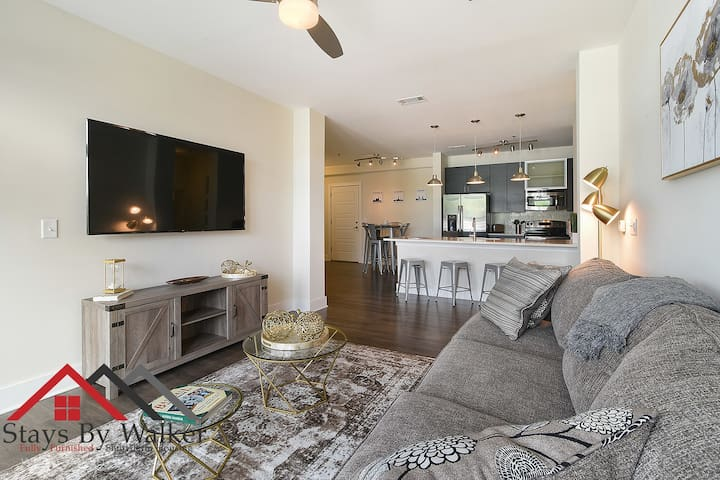 1200 SqFt 2B/2B ★ King Beds | Parking | Cable | 3 Miles To Uptown