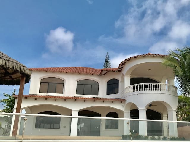 House - Punta Blanca