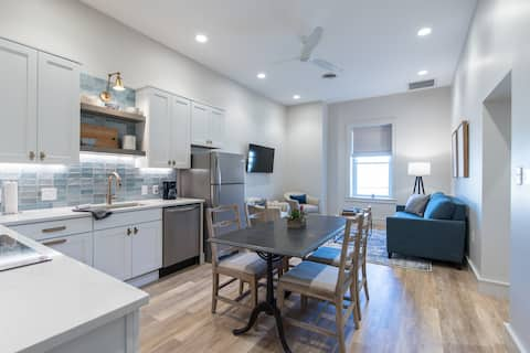 South Waterfront Light & Open Urban Apartment #202