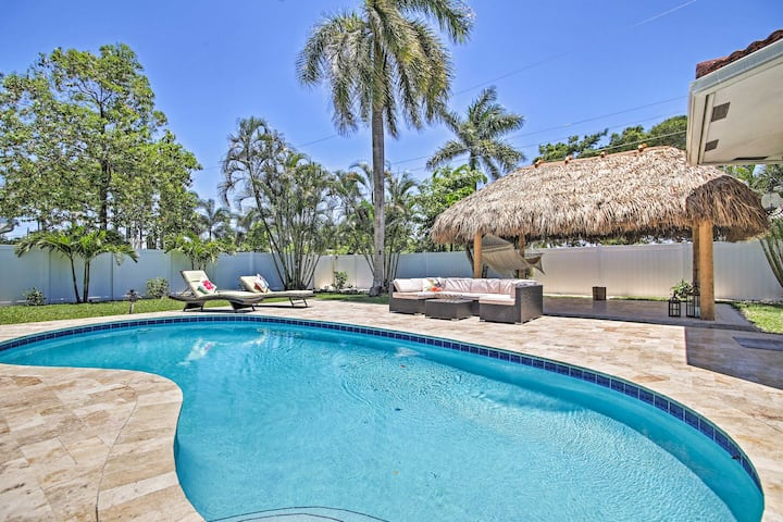 Quiet Tropical Oasis w/ Pool - 1 Mile to Beach!