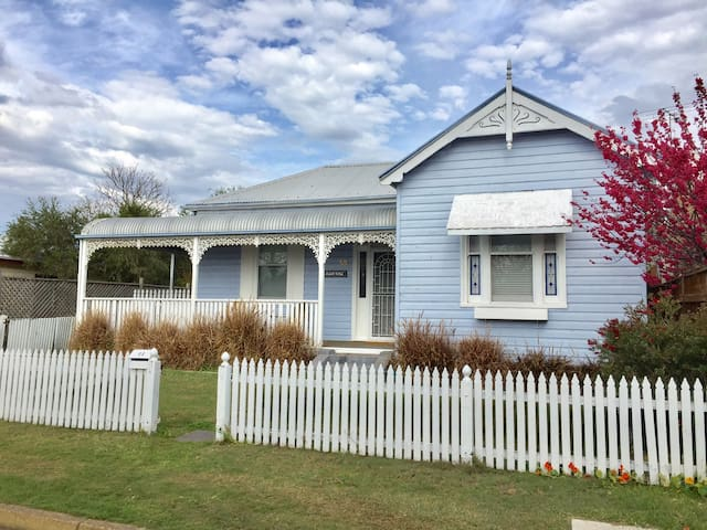 MORPETH COTTAGE - spacious 2 bedroom heritage home