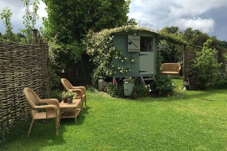 Shepherds Hut - Petworth