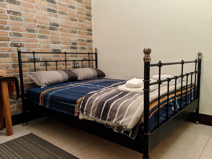 LMH+ Cozy Room for 1-2 person/LGBTQ & Pet Friendly