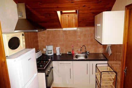 Joli logement dans villa - Saint-Julien-en-Champsaur - Casa