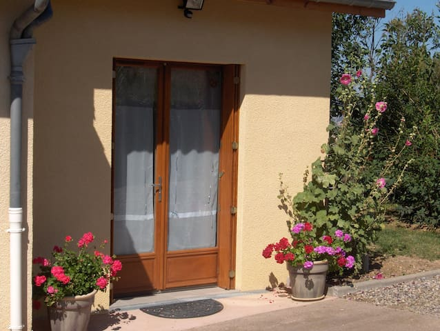 Logt  indépendant  Calme:Ch+SDB+Cuisne ,10 Mn A75 - Mirefleurs - Huis