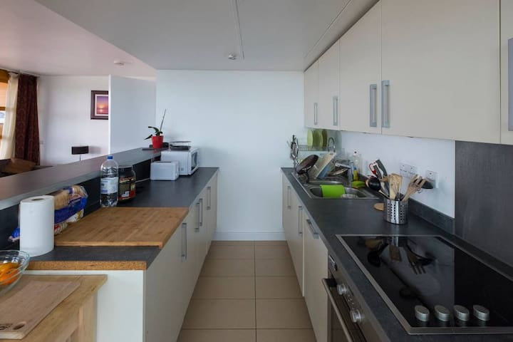 The fully furnished kitchen (shared with another room)