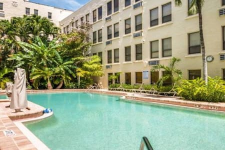 Palm Beach Tropical Paradise Condo with Pool View