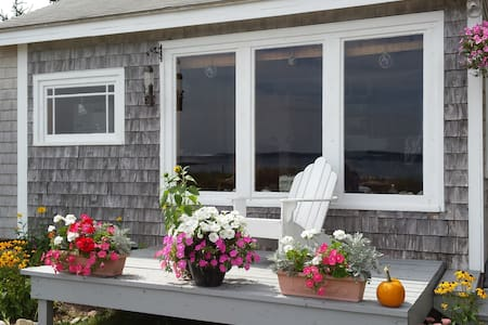 A Charming Beachfront Cottage in Downeast Maine - Jonesport - House