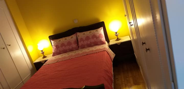 Ένα ζεστό, φιλόξενο με αγάπη διαμέρισμα.