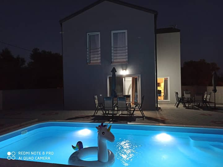 Villa Luna with pool, near fun park, sea and lake