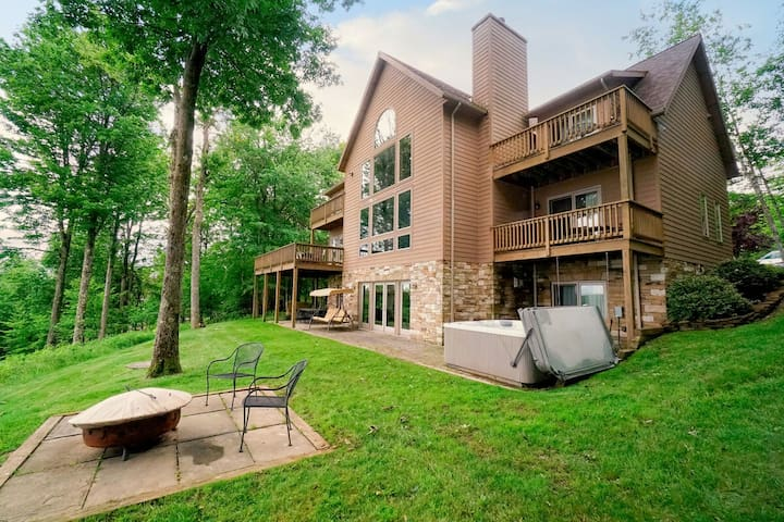 Lake access home with dock slip, hot tub, fire pit, and community amenities!