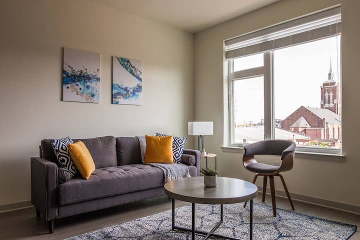 Central 1BR Apt w/ Parking - Minutes from River