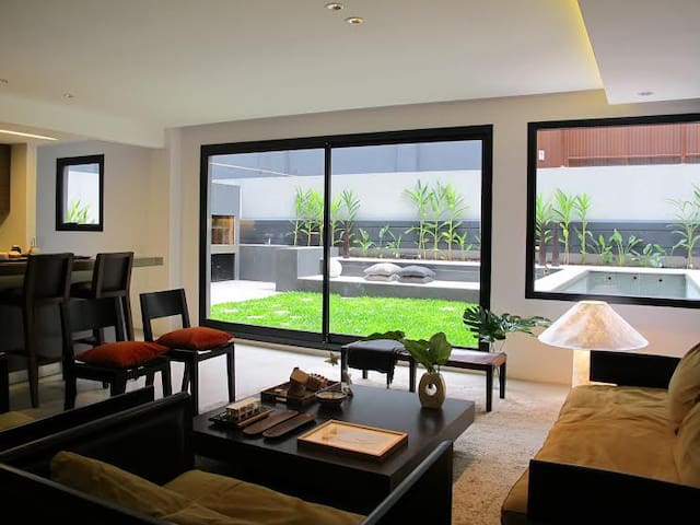 Moderne Apartement with Garden, Pool and Grill
