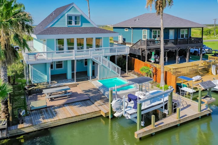 Luxury Water-Front Home on Canal