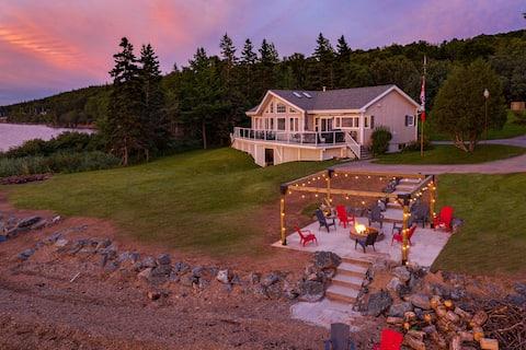 """Stunning 3 bedroom Lake House """"Caper's Landing"""""""