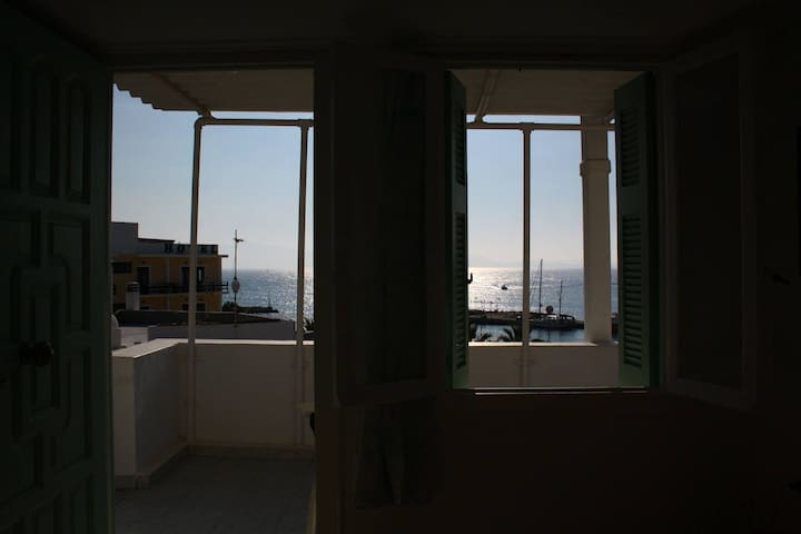 Litsa's Sea view - Private Rooftop Room