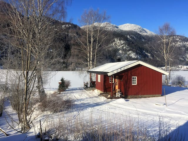 Welcome to our cabin by the Hallingdalvalley river - Nesbyen