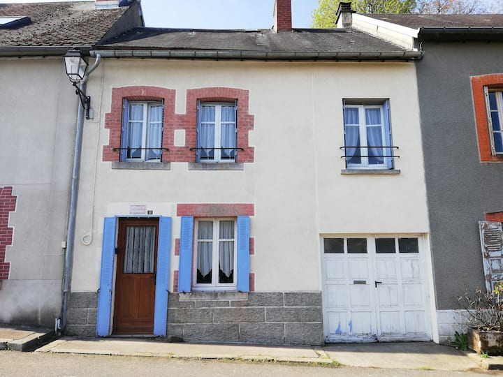 Pet friendly 3 bed house close to all amenities.