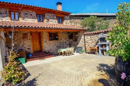 Casa Rural con hidromasaje, barbacoa, chimenea...