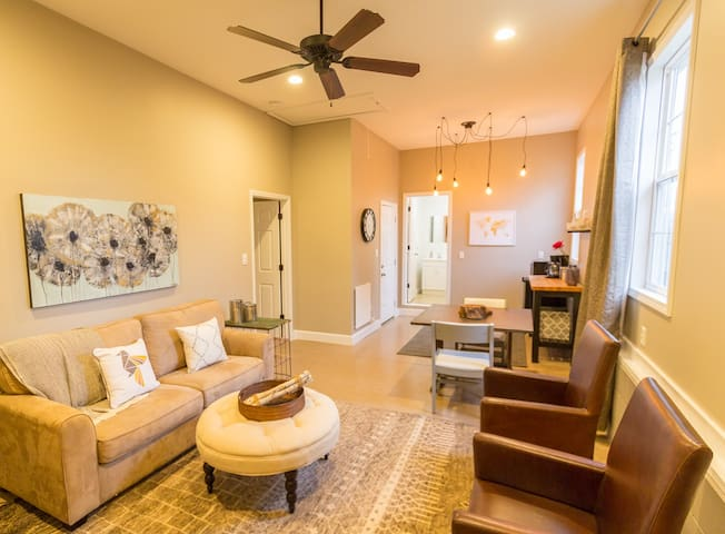 The Shalom Suite - Modern, Convenient, Warm - Greer - Apartment
