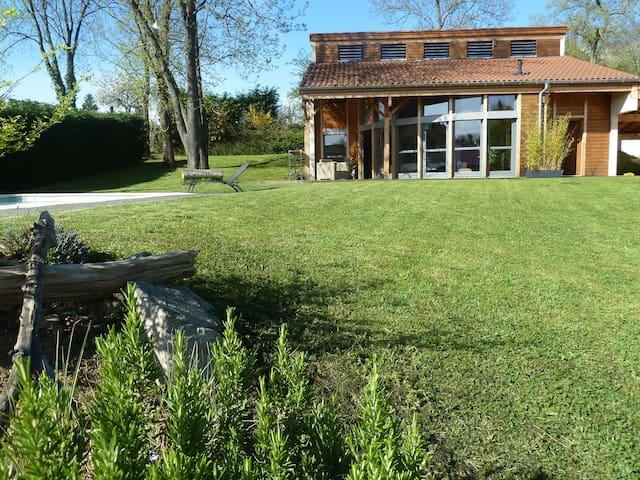 Maison atypique avec piscine - Vernaison - Casa