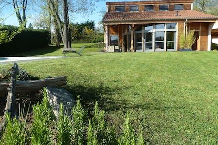 Maison atypique avec piscine - Vernaison