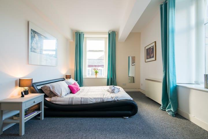 NY Loft Apartment Central Buxton - entire place