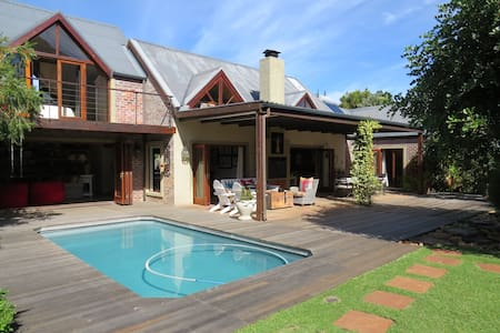 Stunning Noordhoek Villa with 2 Cottages - Cape Town