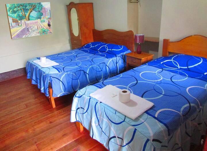 H7Habitación Doble(Cama matrimonial + cama simple)