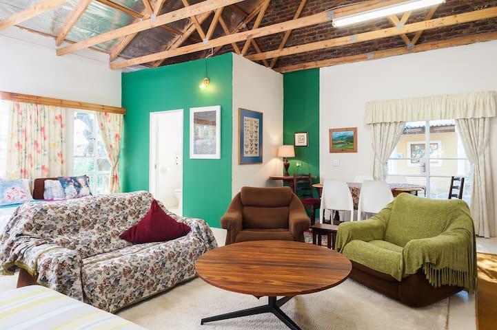 The Workshop @ Die Rooi Granaat Guest House