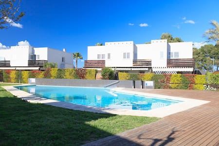 FANTASTIC SUMMER HOUSE WITH PRIVATE GARDEN & POOL · UHC LAS PALMERAS