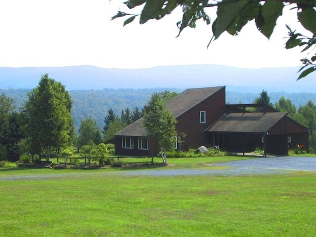 Beautiful Estate 5mi From Burke Mtn - Newark