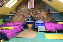 Very central Cardiff - peaceful cosy loft room.
