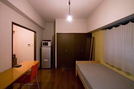 市内中心街まで徒歩8分。電停、バス停の目の前、市内の観光にも便利! - Kochi-city - Apartament