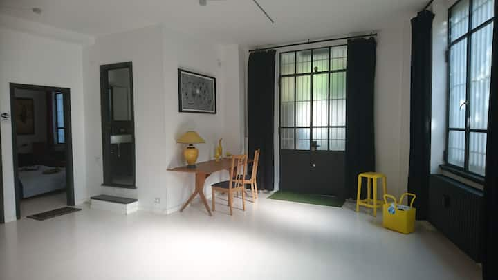 Sound Single Room in Creative Loft